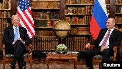 美國總統拜登和俄羅斯總統普京於 2021 年 6 月 16 日在瑞士日內瓦的拉格蘭奇別墅舉行美俄峰會 (路透社照片)