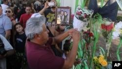 """""""Lamento la muerte de Juan Gabriel"""", escribió en Twitter el presidente de México Enrique Peña Nieto."""