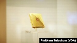 กล่องบุหรี่ประดับอักษรพระปรมาภิไธย รัชกาลที่ 8 เก็บรักษาโดยพิพิธภัณฑ์และหอสมุดปธน.แฟรงคลิน รูสเวลต์