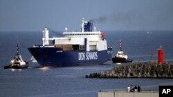 시리아 화학무기를 실은 덴마크 화물선 '아크 푸투라'호가 2일 이탈리아의 지오이아 타우로 항에 도착했다.