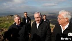 Senator AS Lindsey Graham (kiri) dan PM Benjamin Netanyahu (tengah) saat berkunjung ke Dataran Tinggi Golan, 11 Maret 2019 lalu (foto: dok).