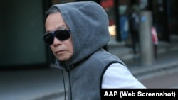 Ông Hoang dạy toán cho các học sinh vào cuối tuần để có thêm thu nhập, bù đắp cho khoản lương hưu 500 đôla một tháng của mình.