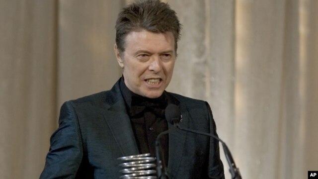 David Bowie es músico, actor, productor y arreglista musical.