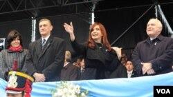 Cristina Fernández obtuvo una amplia victoria en las primeras primarias de la historia del país.