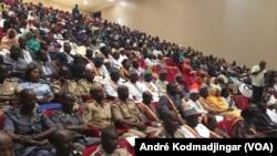 Les officiels tchadiens à N'Djamena, le 18 juin 2019. (VOA/André Kodmadjingar)