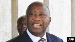 Ông Gbagbo một mực nói rằng ông đã thắng cử và nhất định nắm giữ quyền kiểm soát quân đội và các định chế quốc gia