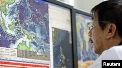 地震監控人員在注視情況發展