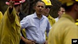 Obama evaluó los daños ocasionados por los fuegos forestales en Mountain Shadow, en la zona de Colorado Springs.