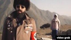 تصویری از ویدئو کلیپ ترانه جدید آقای یراحی که گفته میشود به خاطر آن ممنوع از کار شده است.