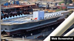 ساخت یک ماکت با ابعاد نزدیک به ناو هواپیمابر آمریکایی یو اس اس نیمیتز در بندر عباس، ایران