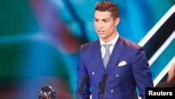 Cristiano Ronaldo, lors d'une cérémonie pour le joueur de l'année, à Zurich, le 9 janvier 2017.