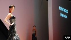 台商林米秋设计的晚礼服参加今年香港时装节