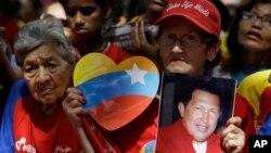 Dân chúng Venezuela cầu nguyện cho sức khỏe của ông Chavez tại Caracas.