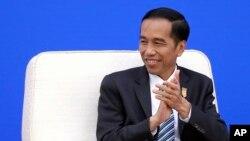 Presiden Indonesia Joko Widodo berusaha meyakinkan investor asing untuk berinvestasi di Indonesia dalam kunjungan ke Singapura hari Selasa 28/7 (foto: dok).
