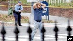 Edgar Maddison Welch, el hombre que asaltó la pizzería Comet Pin Pong en D.C., cuando se entregó a la policía.