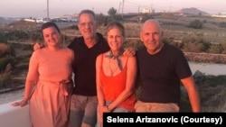 Selena Arizanović sa Tomom Henksom i Ritom Vilson (Foto: Privatna arhiva)