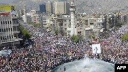 Hàng chục ngàn người Syria biểu tình tại quảng trường ở trung tâm Damascus, ngày 29 tháng 3, 2011