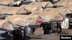 敘利亞難民逃往位於伊拉克北部庫爾德地區的難民營。