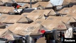 2013年8月26日叙利亚难民在伊拉克库尔德斯坦地区埃尔比勒市郊外一个联合国难民事务高级专员办事处新建的难民营。