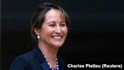 Sosyalistler'in renkli ismi, Hollande'ın dört çocuğunun annesi Segolene Royal de hükümete girdi