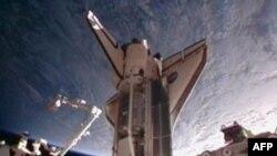 Šatl Diskaveri pristaje uz Medjunarodnu svemirsku stanicu, 26. februar, 2011.