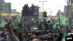 مسلم لیگ (ن) کے کارکنوں کا نواز شریف کی لاہور آمد پر جلوس (فائل فوٹو)