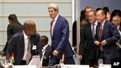 Menlu AS John Kerry tiba untuk acara forum mengenai masyarakat madani Afrika di Washington, hari Senin (4/8).