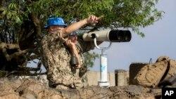 1일 시리아-이스라엘 국경 지역 골란 고원의 이스라엘령 벧엘산에서 유엔 평화유지군이 경계 근무를 서고 있다.