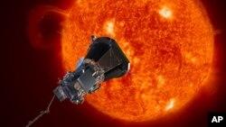 Esta imagen proporcionada por el Laboratorio de Física de la Universidad Johns Hopkins, el miércoles, 31 de mayo de 2017, representa la sodna solar Plus de la NASA acercándose al Sol.