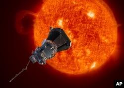 미 항공우주국(NASA)이 내년에 발사할 예정인 태양탐사선 파커호가 태양에 접근하는 장면을 묘사한 상상도.