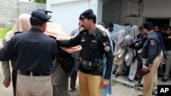 تا کنون انگیزۀ این اقدام بی پیشینۀ نیروهای امنیتی پاکستان مشخص نشده است