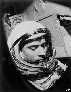 جان یانگ در طول مأموریت «جمینای ۳»، سال ۱۹۶۵