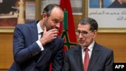 Le Premier ministre français Edouard Philippe, à gauche, discute avec son homologue marocain Saad-Eddine al-Othmani, à droite, lors d'une visite à Rabat, 16 novembre 2017.