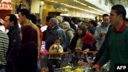 На одном из рынков в пригороде Каира. Египет. 31 января 2011 года