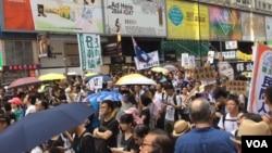 香港民众纷纷加入七一大游行