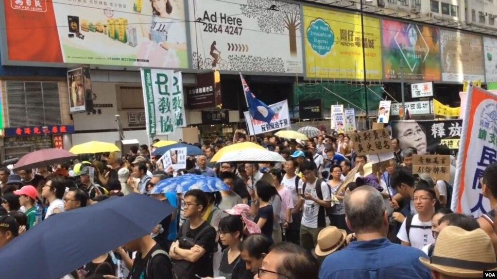 香港民眾紛紛加入七一大遊行