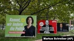 Në posterat elektoralë shfaqen kandidatët Annalena Baerbock e të gjelbërve, Olaf Scholz i social demokratëve dhe Armin Laschet i kristian demokratëve