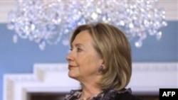 Ngoại trưởng Clinton nói chuyên gia Hoa Kỳ thay thế các hô hào của al-Qaida tiêu diệt người Mỹ bằng những trang nêu lên hậu quả các vụ tấn công của al-Qaida đối với dân chúng Yemen