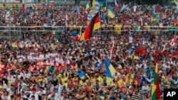 Peregrinos y fieles asisten a la misa de apertura de la Jornada Mundial de la Juventud en Cracovia, Polonia. El evento es la mayor reunión de católicos de todo el mundo.