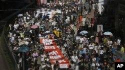 香港居民7月29日在香港市中心区游行,抗议在中小学设立爱国主义课程。他们担心这会导致洗脑