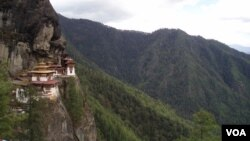 Tourists hike up to Tiger's Nest monastery, which hugs a cliff above the town of Paro, Bhutan. (A. Pasricha/VOA)
