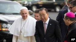 聯合國秘書長潘基文星期五在聯合國總部歡迎教宗方濟各。