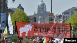 Aktivisti za prava potrošača demonstriraju u Briselu protiv sporazuma o transatlantskoj trgovini i investicionom partnerstvu, 18. aprila 2015.