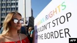 Manifestants pro-choice en Irlande du Nord, devant la mairie de Belfast, le 28 mai 2018.