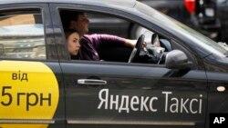 Yandex taxi, layanan taxi Online milik Rusia yang beroperasi di Lituania (foto: ilustrasi).