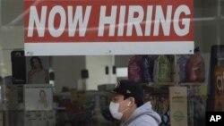 ARHIVA - Oglas o zapošljavanju u San Francisku, u Kaliforniji, (Foto: AP/Jeff Chiu, File)