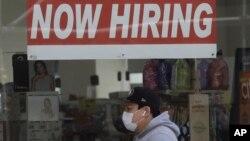 ARHIVA - Oglas o zapošljavanju u San Franciscu, u Californiji, (Foto: AP/Jeff Chiu)