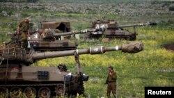 19일 골란 고원 카츠린 마을 인근의 이스라엘 군인들. (자료사진)
