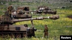 Đơn vị pháo binh di động của Israel gần thị trấn Katzrin, Cao nguyên Golan, 19/3/2014.
