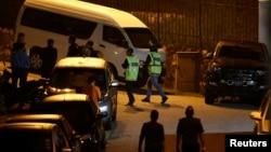馬來西亞警察星期三在吉隆坡搜查前總理納吉布的住所